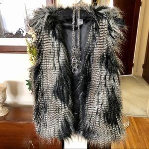 H & M Divided Faux Fur Vest & Silver Necklace 'NY'